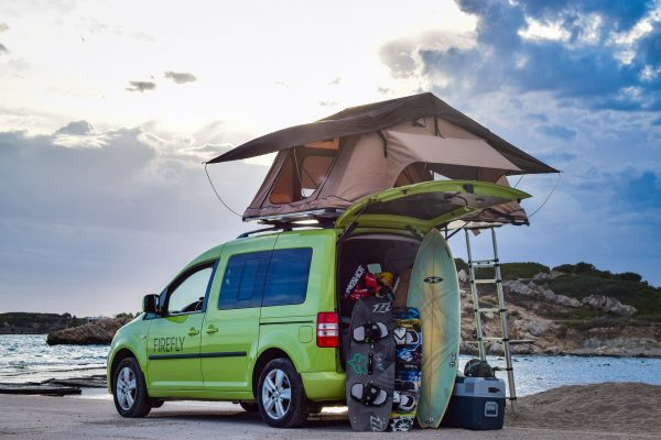 VW-caddy-tramper-with-tent-on-top-2